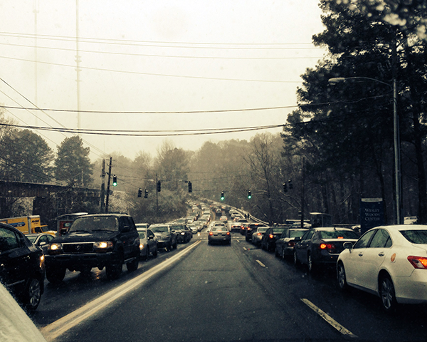 Photo of traffic on Clifton Road during a snow storm