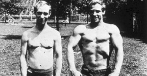 (from: http://thesameffect.com/check-out-identical-twins-otto-and-ewald/)